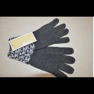 MICHAEL Michael Kors Accessories - NWT Michael Kors Signature Derby Grey Knit Gloves